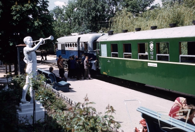 Тепловоз ТЭУ3-001 с вагонами Pafawag на ст. Парк.
