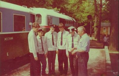 Инструктор ПВМ с юными железнодорожниками