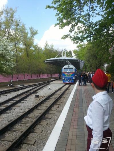 Оператор встречает поезд