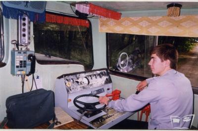 Юный машинист в кабине тепловоза ТУ7А-3198