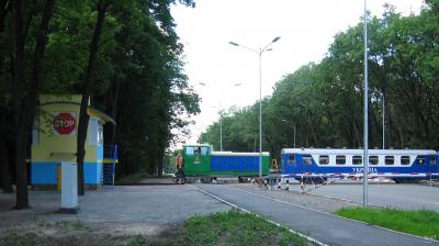 ТУ7А-3198 с составом 'Украина' на переезде