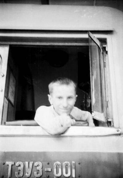 Юный железнодорожник в кабине тепловоза ТЭУ3-001