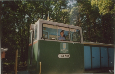 Машинист в кабине тепловоза ТУ7А-3198