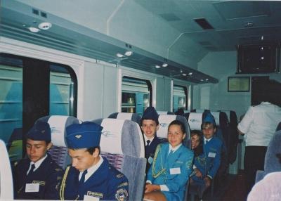 Юные железнодорожники - первые пассажиры поезда 'Столичный Экспресс' (Харьков-Киев)