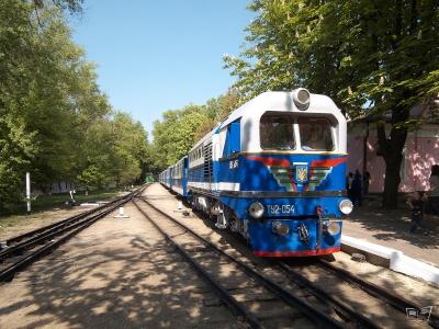 ТУ2-054 с составом 'Украина' прибывает на ст. Парк