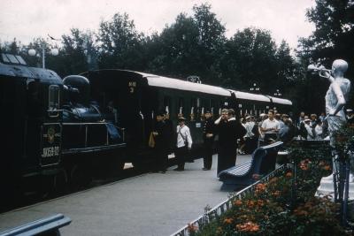 ЛК159-02 с поездом на ст. Парк