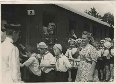 Посадка пассажиров в поезд на ст. Парк