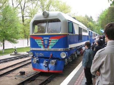 ТУ2-054 с поездом прибывает на ст. Парк