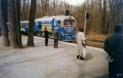 Тепловоз ТУ2-054 с составом 'Украина' прибывает на ст. Лесопарк