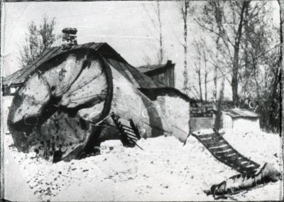 Разрушенная водонапорная башня в окрестностях ст. Парк