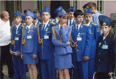 Юные железнодорожники в парадной форме