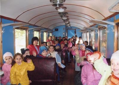 Пассажиры в вагоне №3 состава 'Украина'