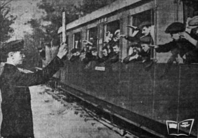 Довоенный поезд Малой Южной отправляется со ст. Парк