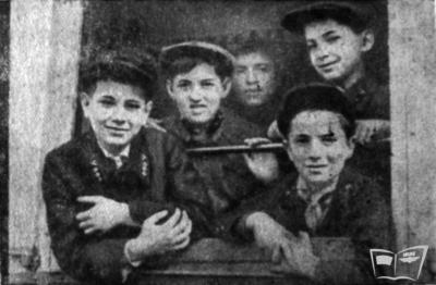 Юные железнодорожники в довоенном вагоне Малой Южной