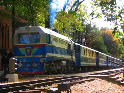 ТУ2-054 с составом 'Украина' перед отправлением со ст. Парк