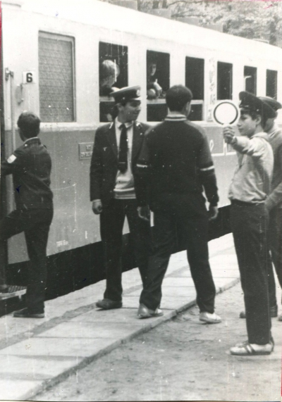 Оператор отправляет поезд со ст. Лесопарк
