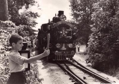 Паровоз ЛК83-1 с составом отправляется со ст. Парк